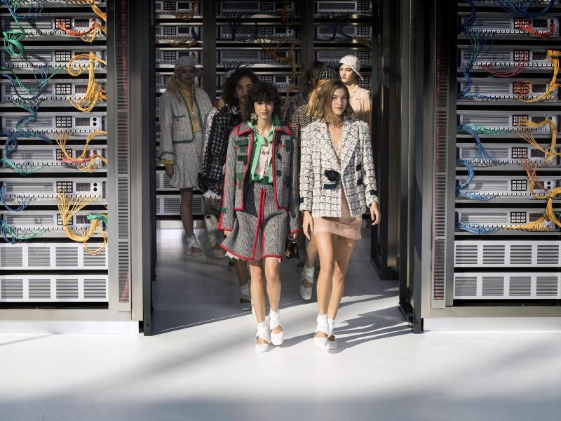 Bild zu Chanel - Paris Fashion Week