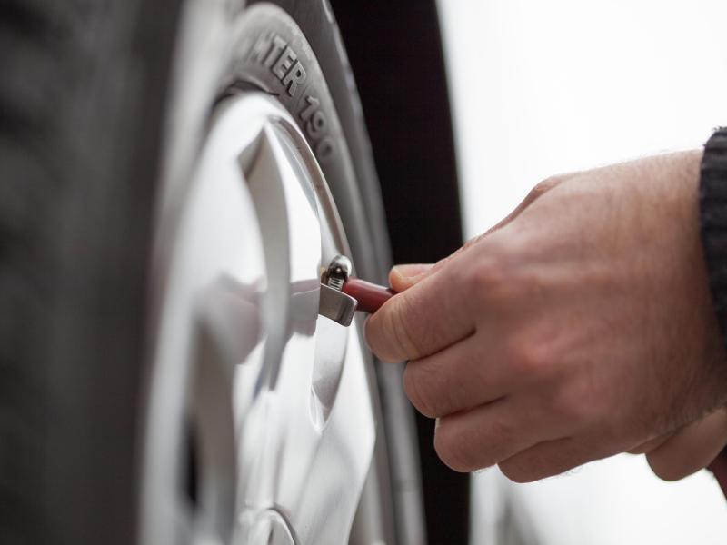 Bild zu Reifenluftdruck prüfen