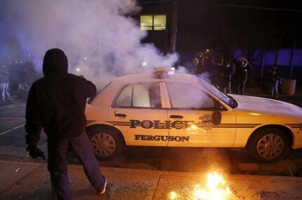 Attacke auf Polizeiwagen