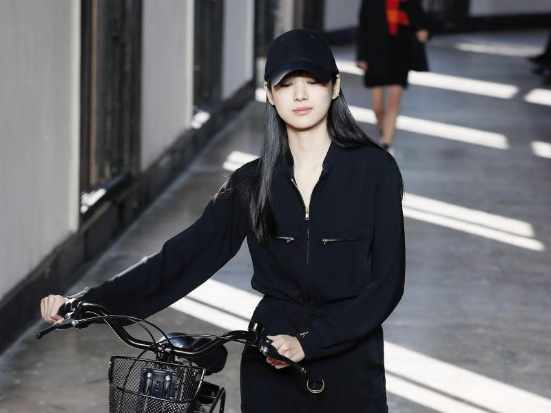 Bild zu Agnes B - Paris Fashion Week