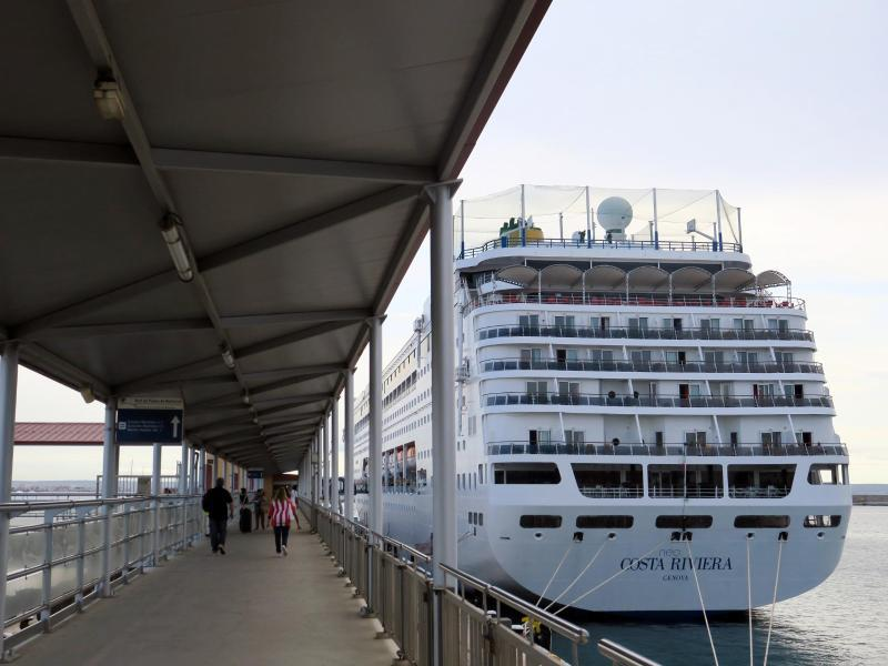 Bild zu Schiff im Hafen