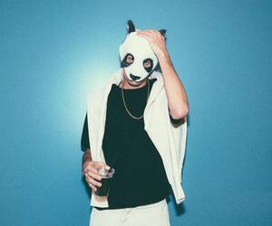 Rapper Cro zeigt sich ohne Panda-Maske