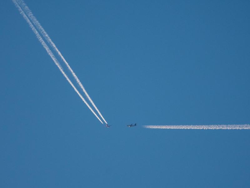 Bild zu Zwei Flugzeuge