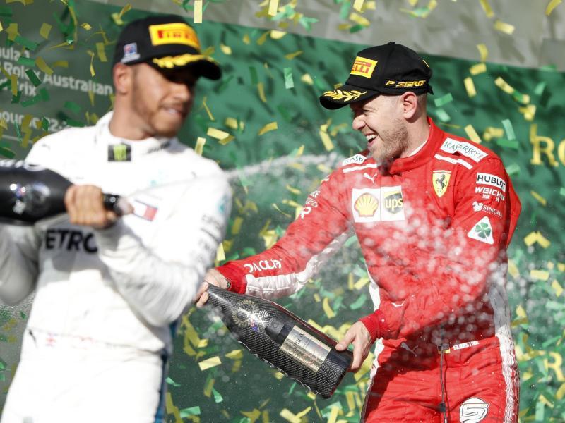 Bild zu Champagner-Dusche