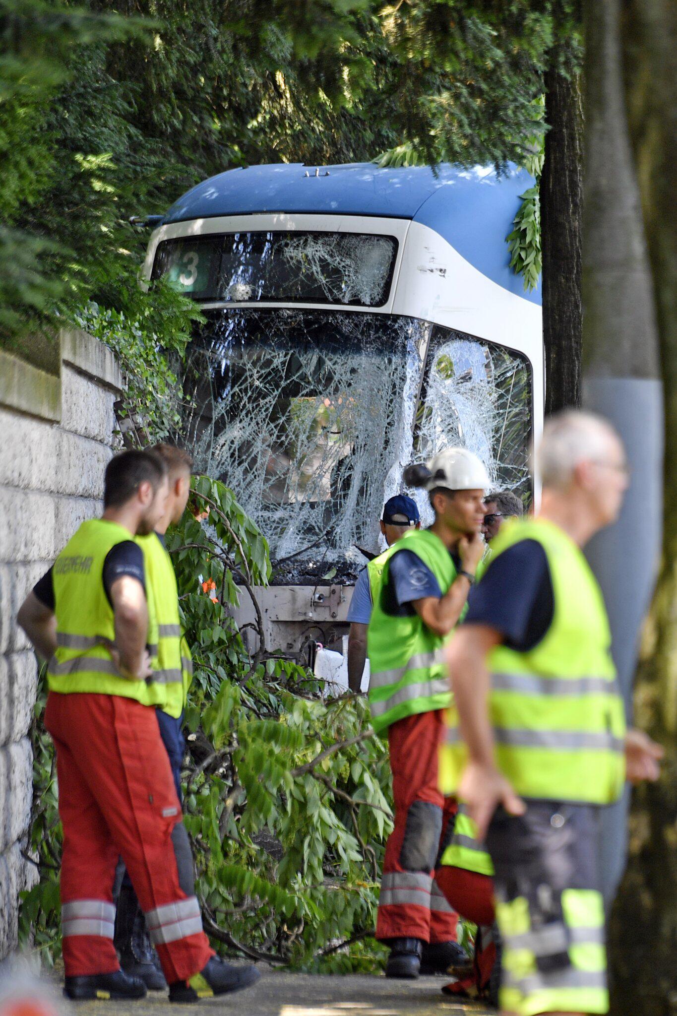 Bild zu Tramunfall in Zürich