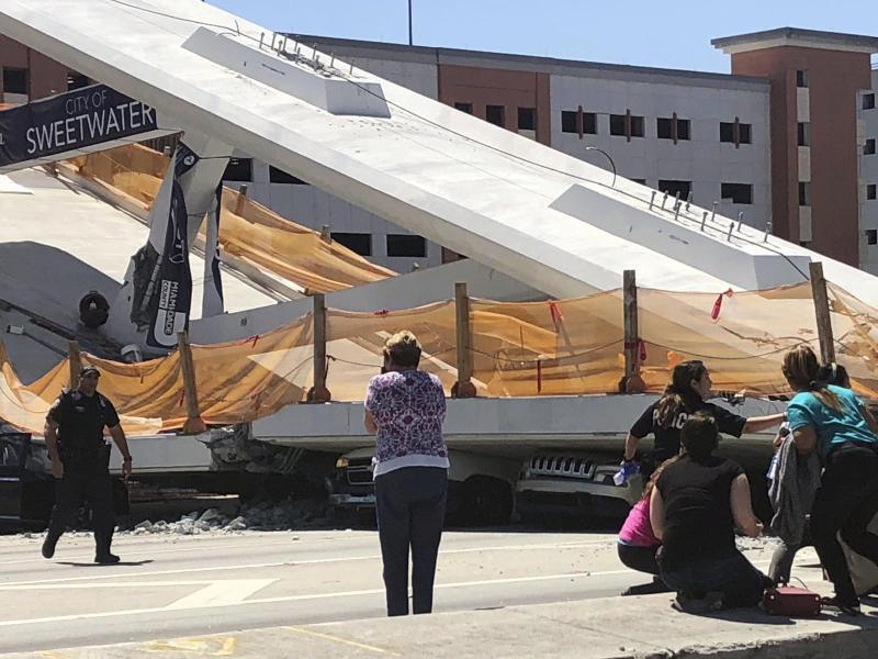 Bild zu Eingestürzte Fußgängerbrücke