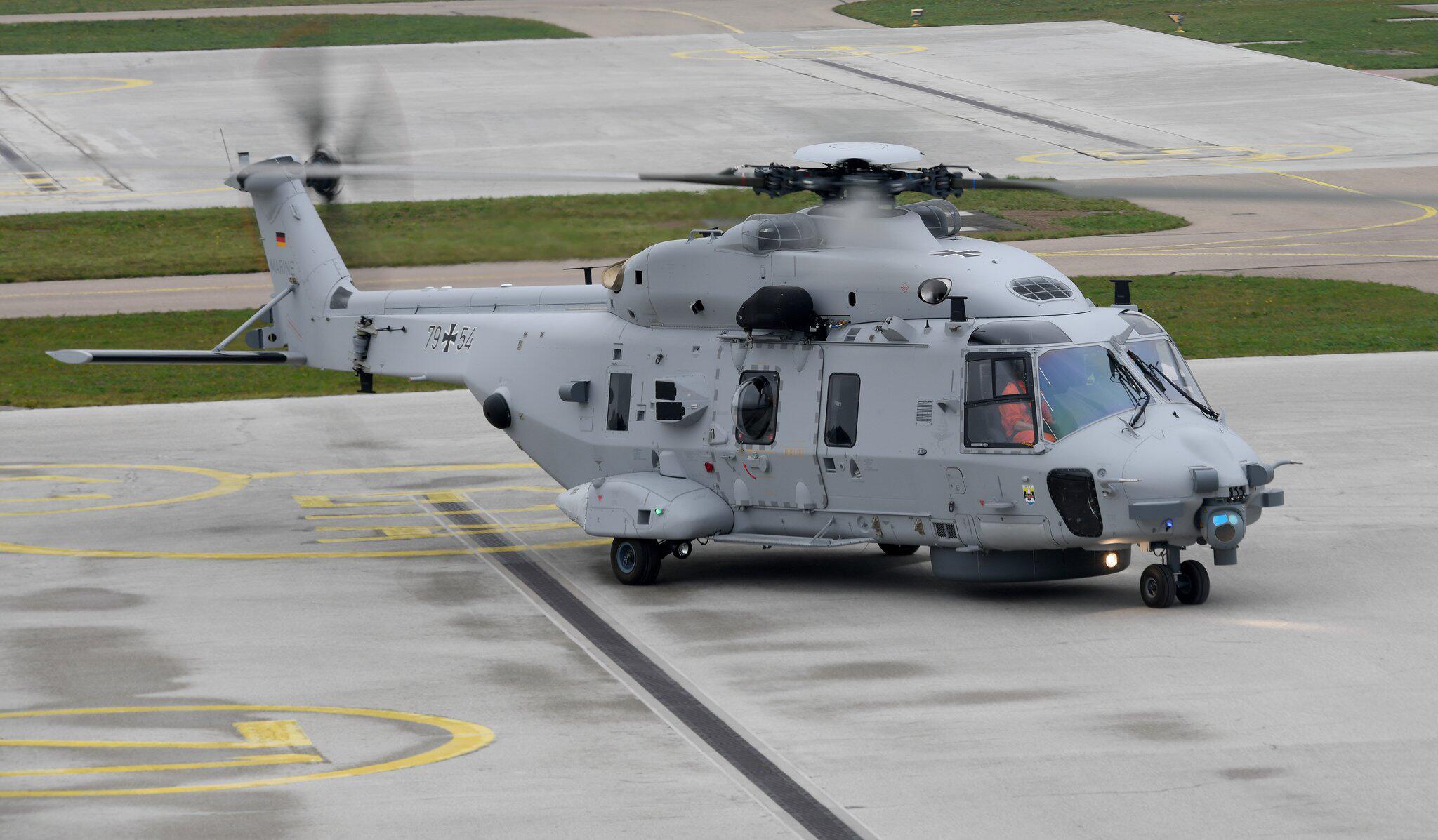 Bild zu Marine-Hubschrauber bleibt am Boden