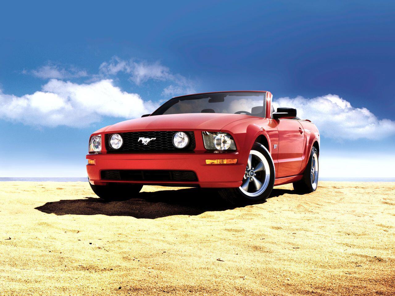 Bild zu Auch als Cabrio macht der Ford Mustang V eine ziemlich gute Figur