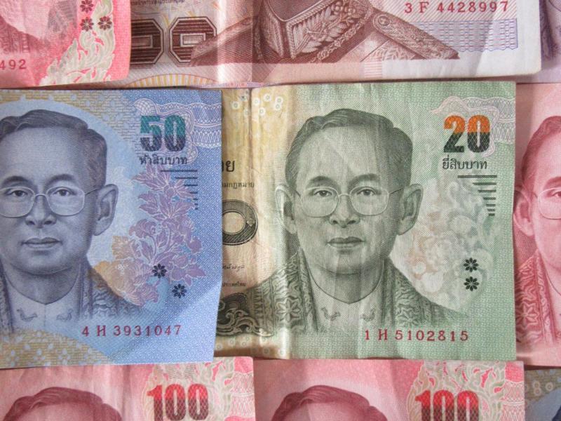 Bild zu Geldschein mit König Bhumibol