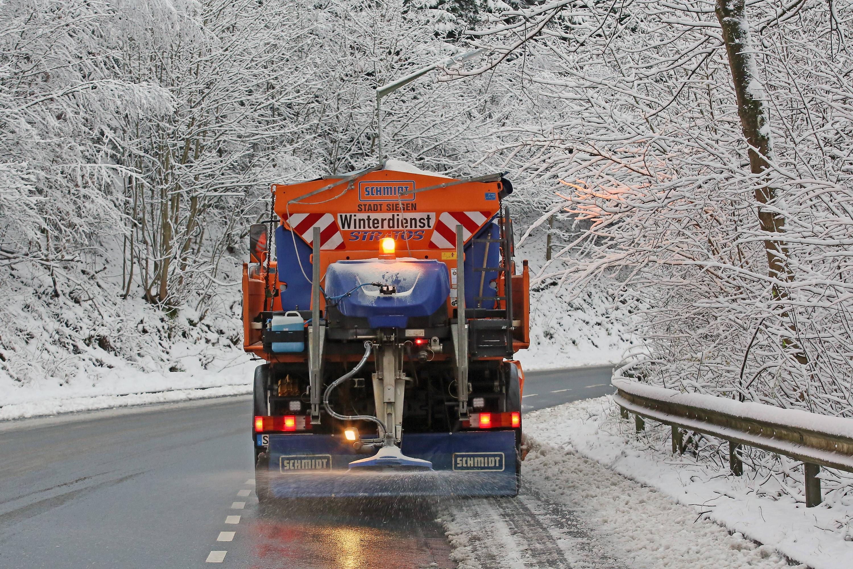 Bild zu Winterdienst Streufahrzeug