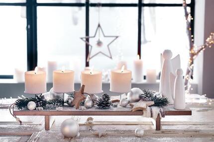 Weihnachtsdeko in Weiß