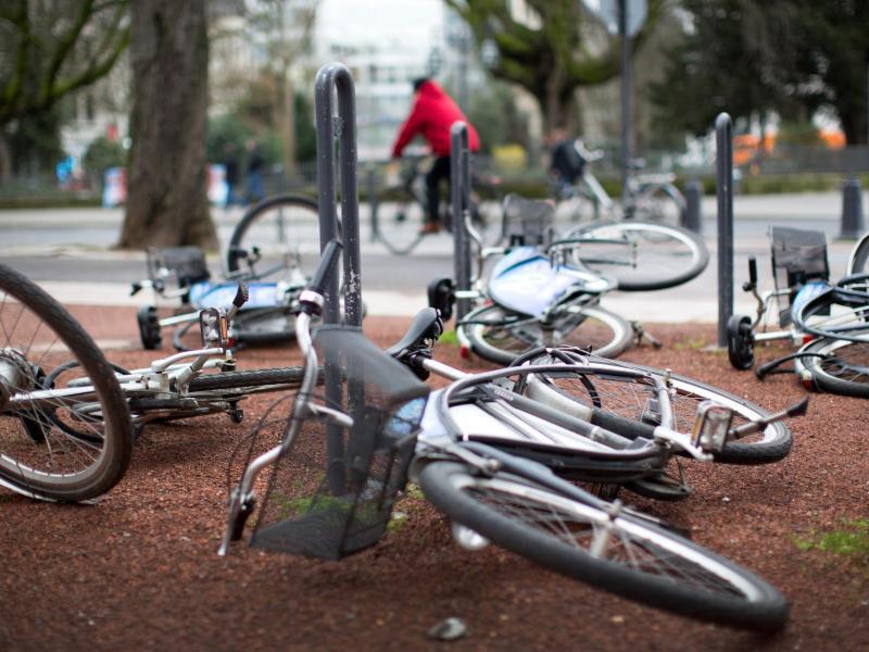 Bild zu Umgestürzte Fahrräder