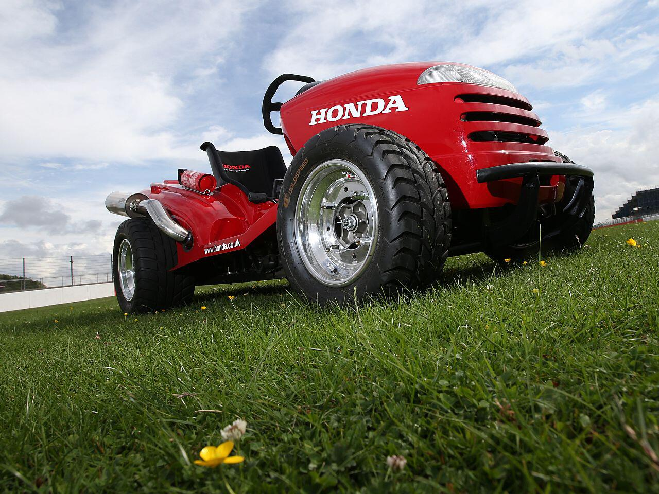 "Bild zu Umgebauter Rasenmäher: Honda ""Mean Mower"""
