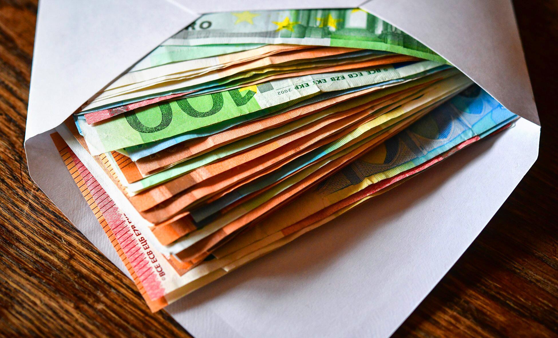 Bild zu Briefumschlag mit Geldscheinen