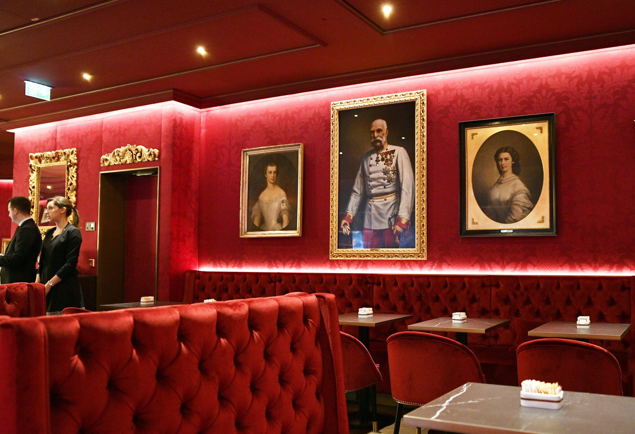 Bild zu Eröffnung des renovierten Sacher Eck-Cafes in Wien