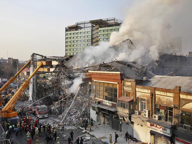 Bild zu Einsturz in Teheran