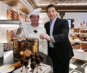 Chefkonditor Alfred Buxbaum, li., und Sacher-Chef Matthias Winkler