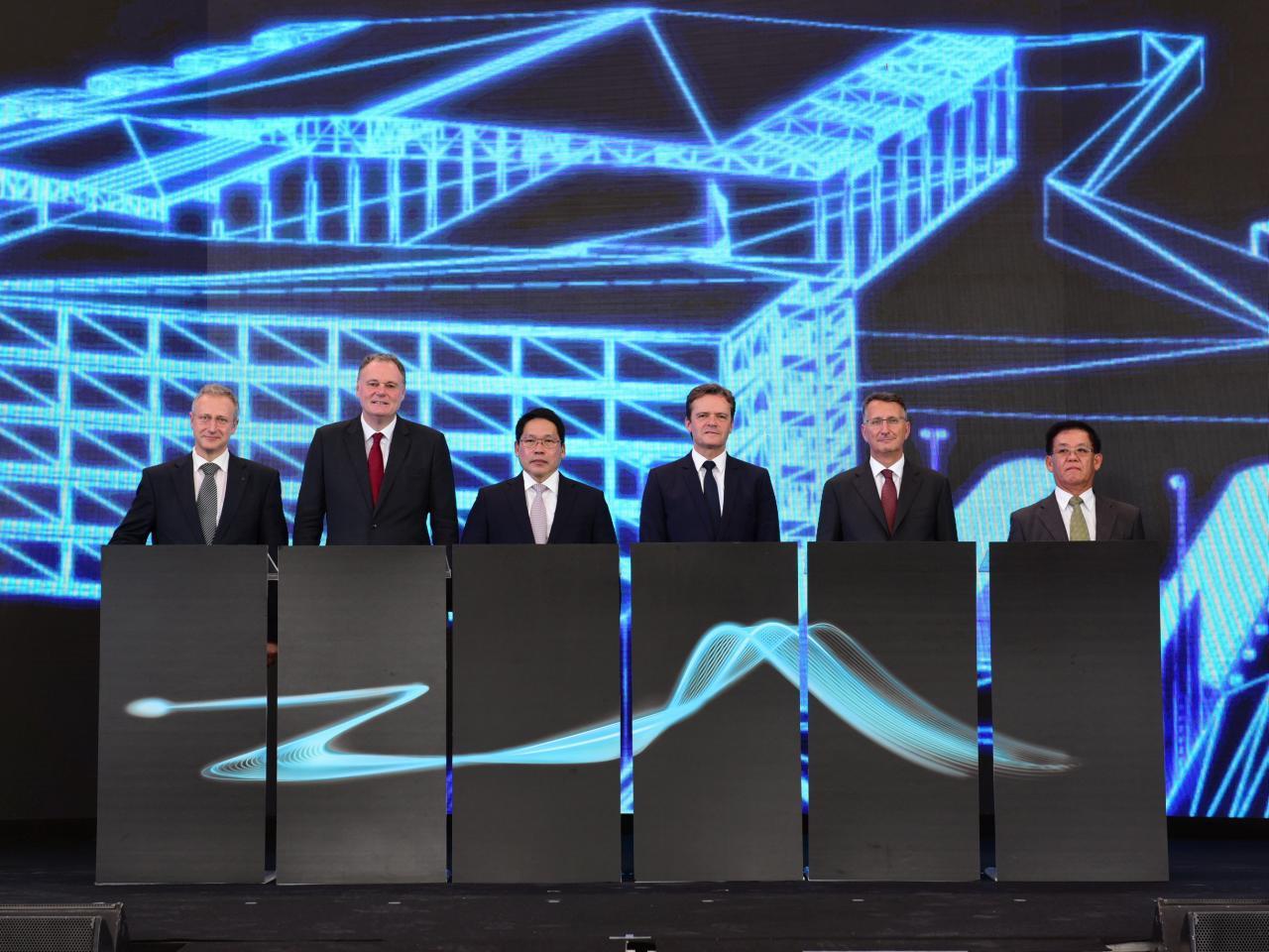Bild zu Daimler plant neue Akkufabrik
