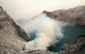 Krater des Ijen-Vulkans