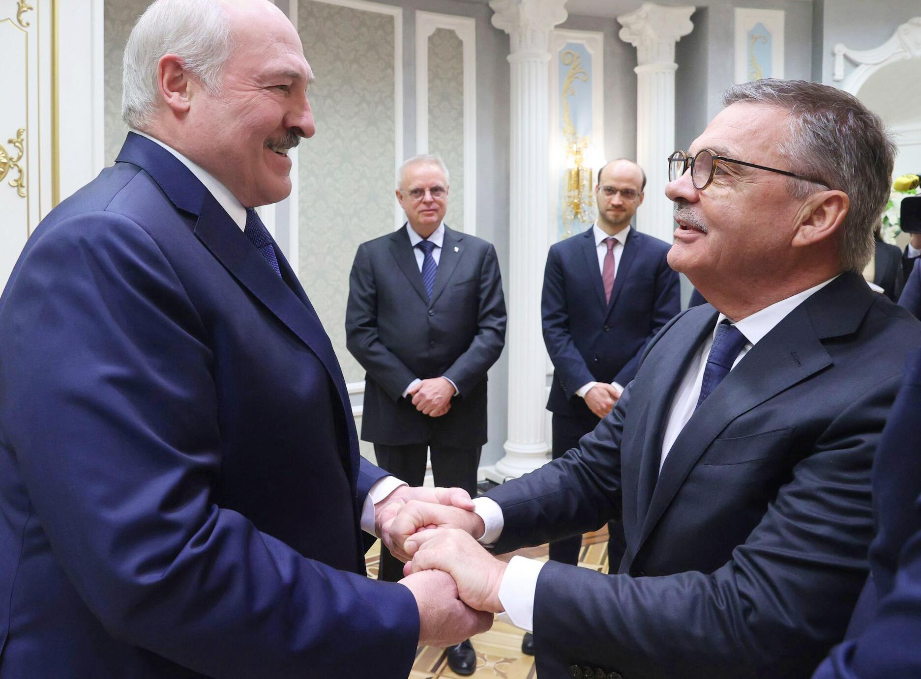 Bild zu Alexander Lukaschenko und Rene Fasel