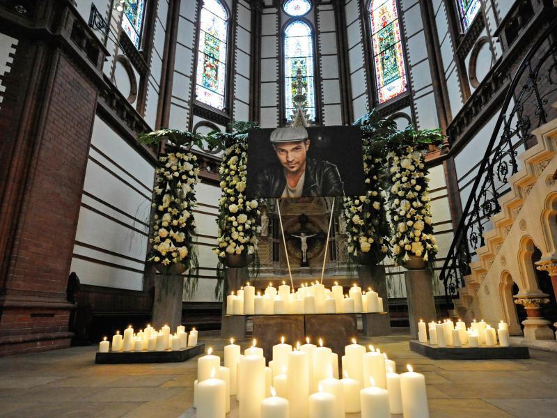 Bild zu Trauerfeier für Roger Cicero