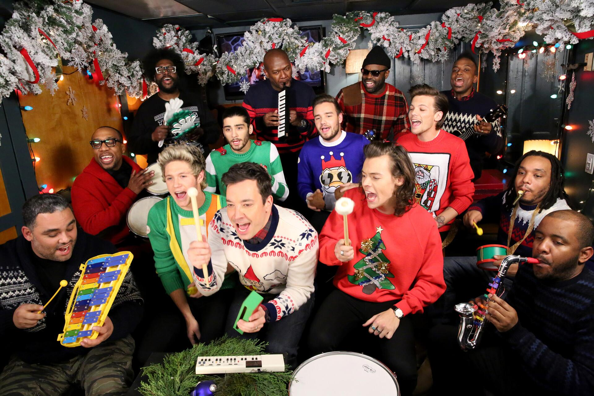 Bild zu One Direction, Weihnachten, Ugly Sweater, Niall Horan, Zayn Malik, Harry Styles