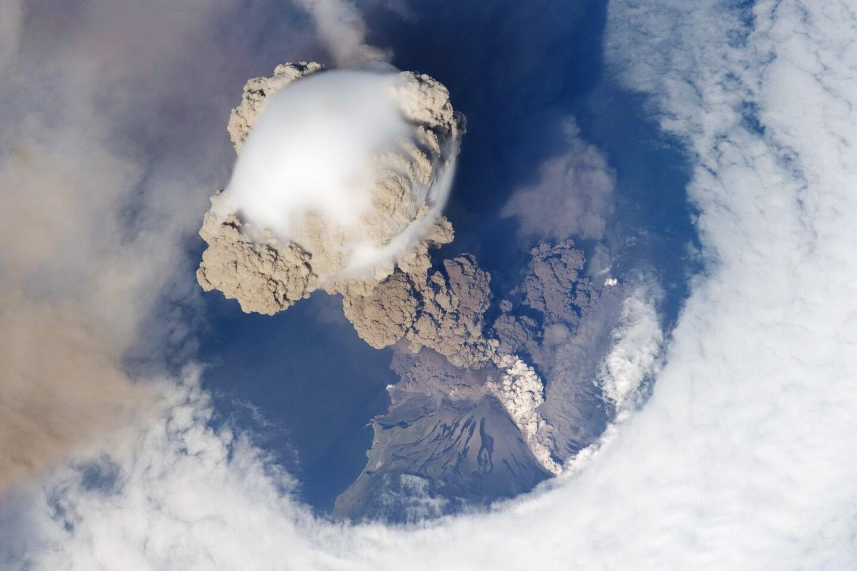 Bild zu Vulkan Sarychev Eruption Weltraum