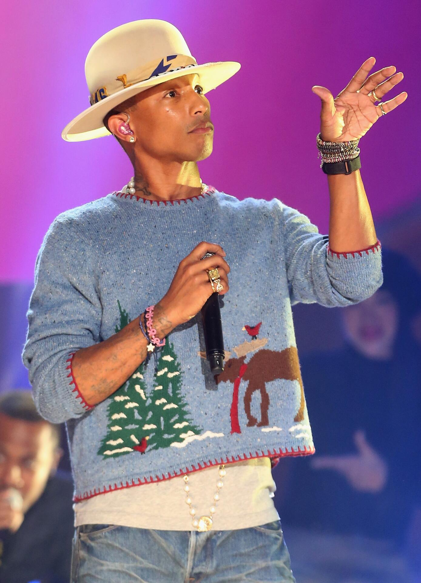Bild zu Pharrell Williams, Weihnachten, Ugly Sweater