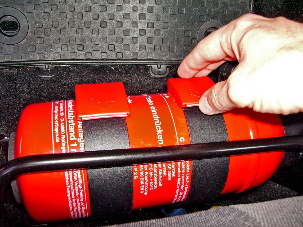Bild zu Feuerlöscher im Auto: Sinnvoller Notfallhelfer