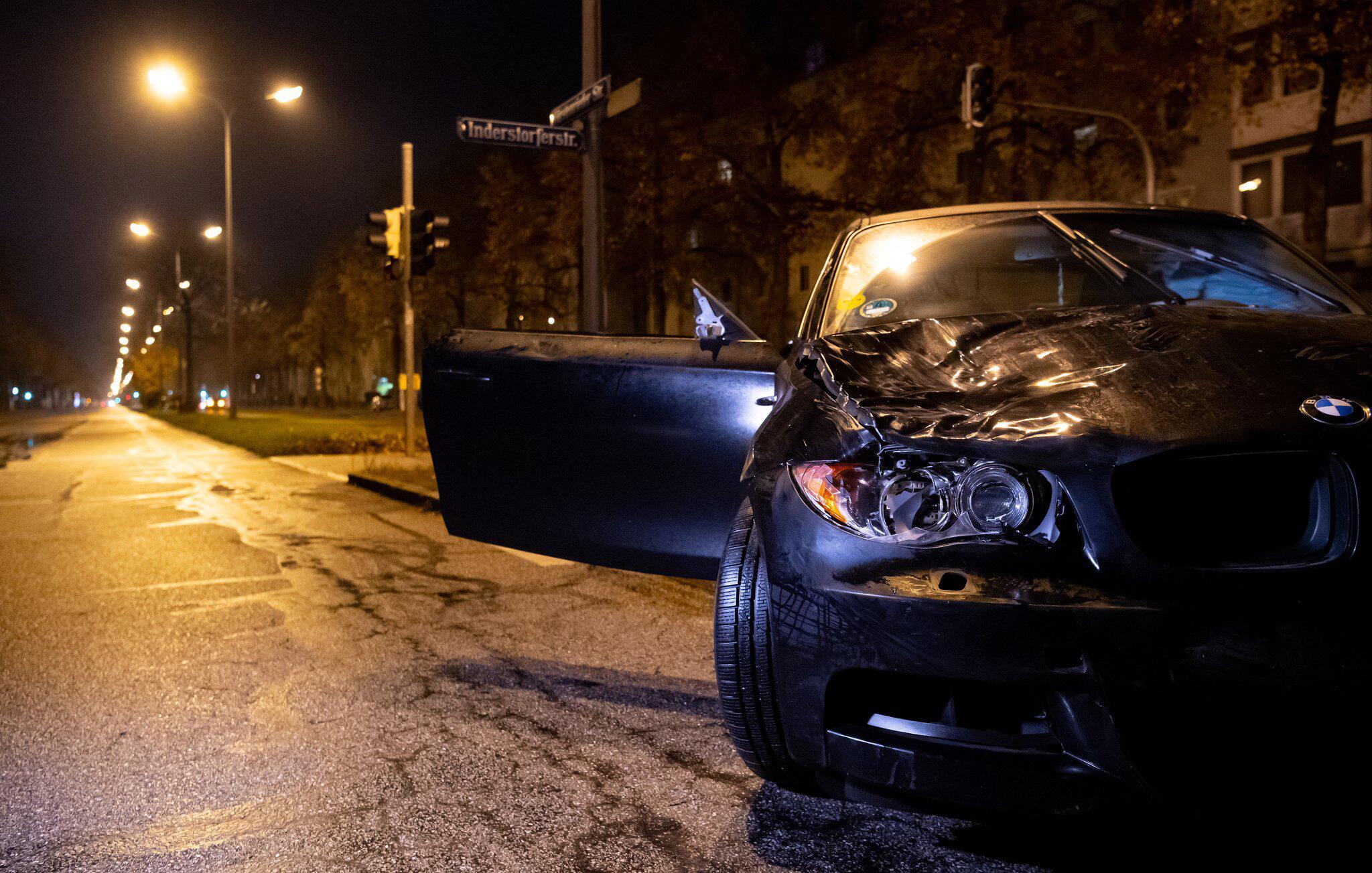 Bild zu Zwei Jugendliche von Auto angefahren