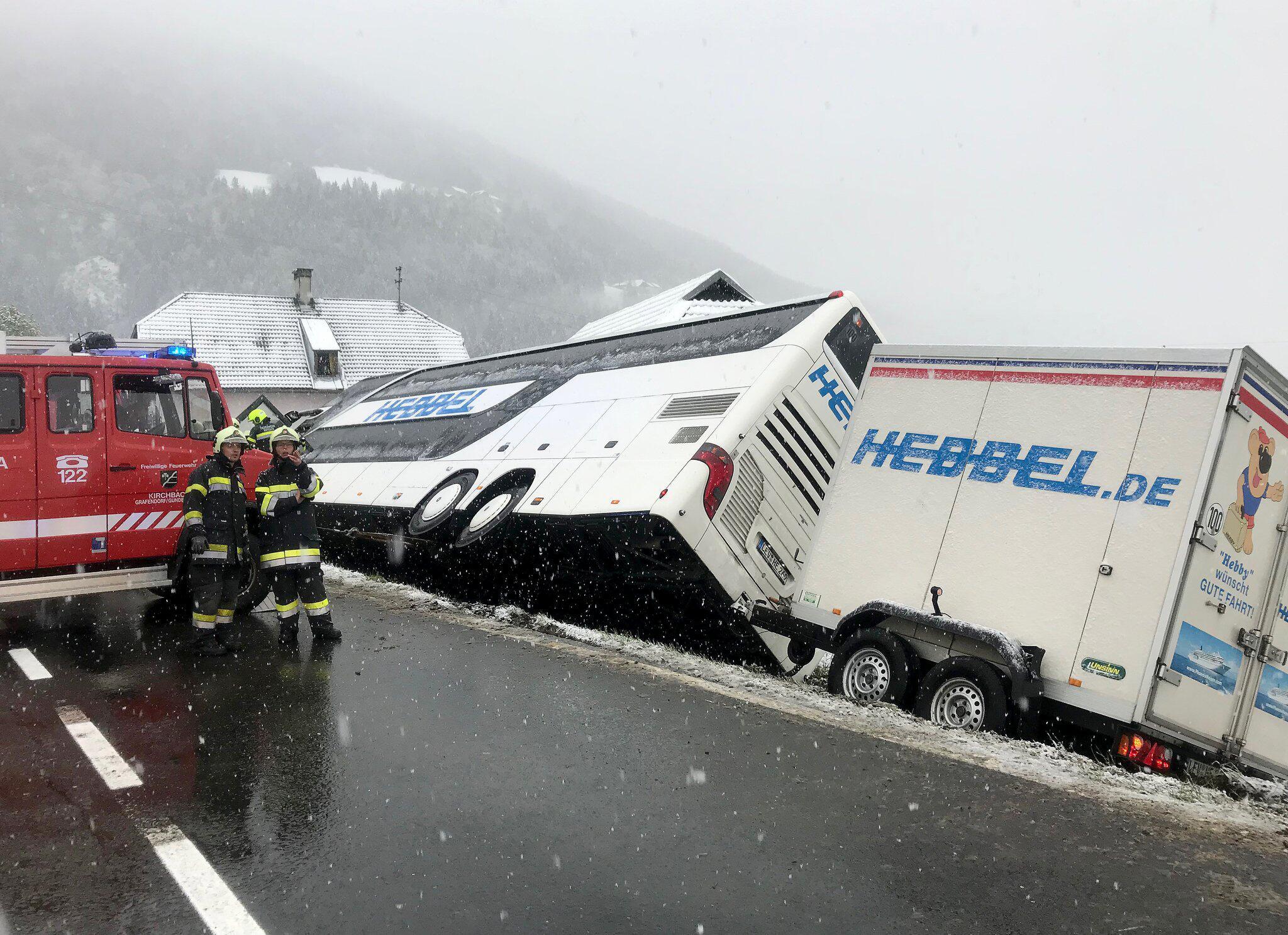 Bild zu Unfall mit Doppeldecker-Bus in Österreich