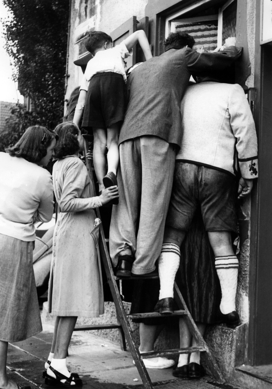 Bild zu WM 1954, Endspiel, Finale, Fernseher, Fans, Stuttgart