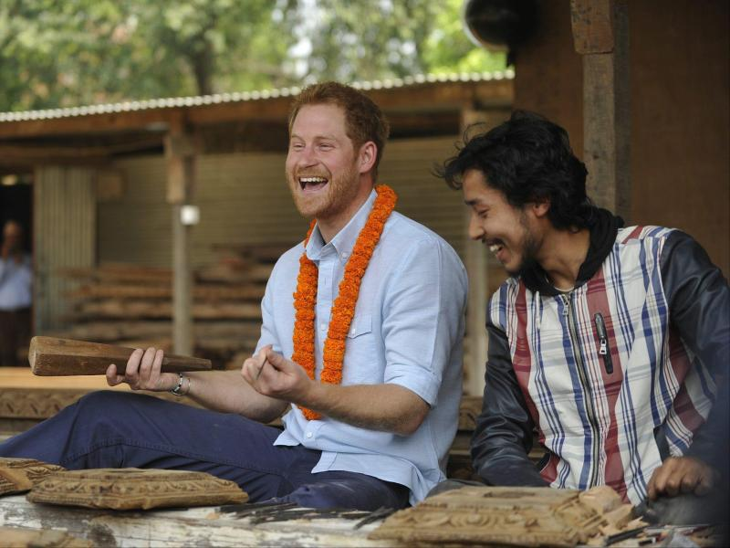 Bild zu Prinz Harry in Nepal