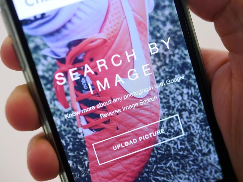 Bild zu Bilder-Rückwärtssuche auf Smartphone