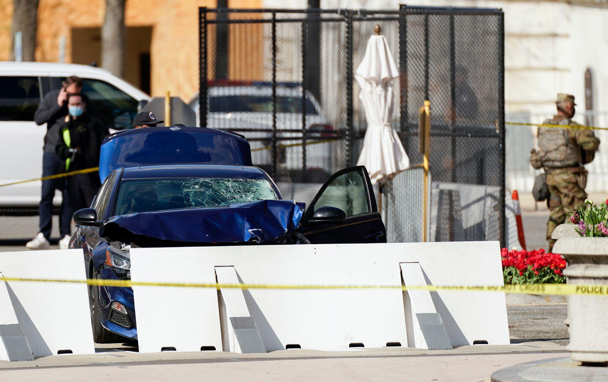 Bild zu Vorfall am US-Kapitol - Mann rammt Polizeisperre