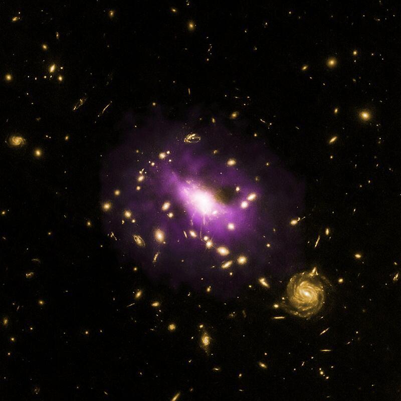 Bild zu Mächtiges Schwarzes Loch verhindert Sternengeburt