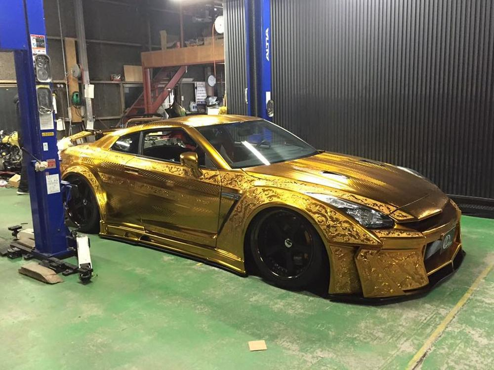 Bild zu Vergoldeter Nissan GT-R von Kuhl Racing