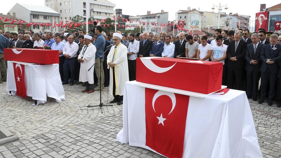 Erdogan besucht Trauerfeier nach Bombenanschlag