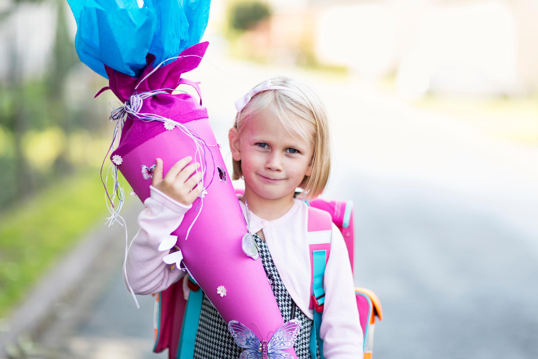 Bild zu Schulanfang, Schulranzen, Schulbeginn, Stifte, Federmäppchen, Einschulung, Brotbox, Trinkflasche