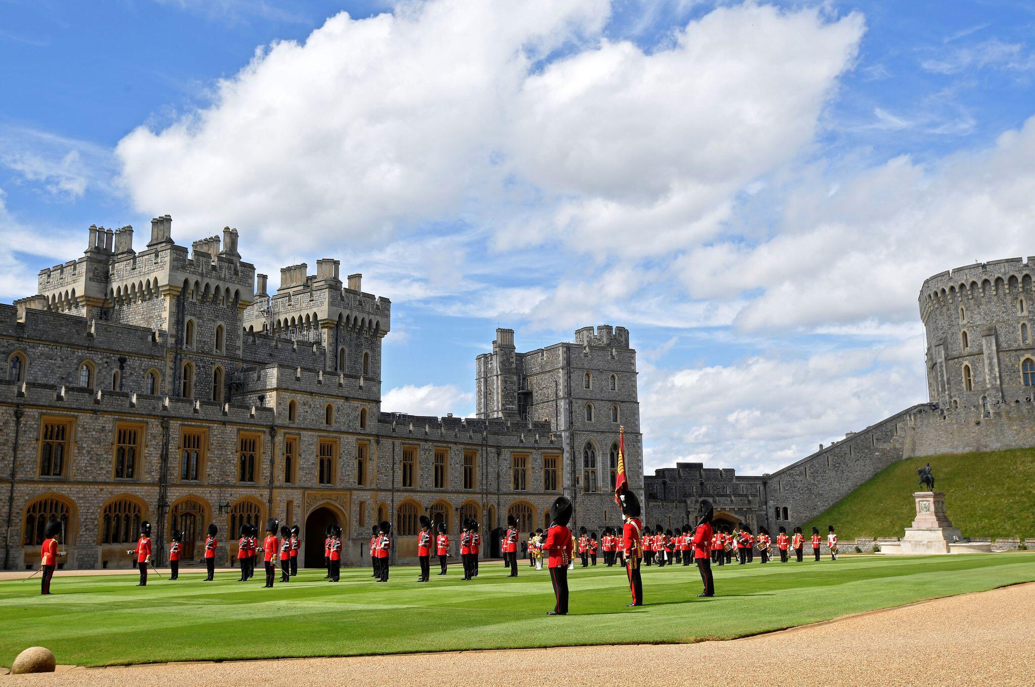 Bild zu Ersatz-Parade für Trooping the Colour zu Ehren der Queen