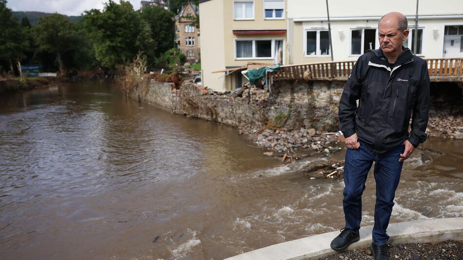 Scholz besucht Hochwassergebiete