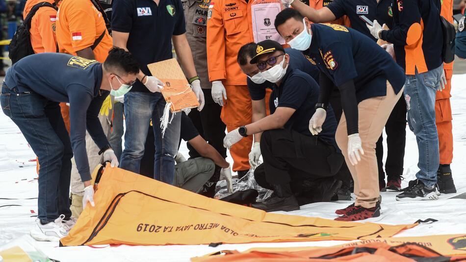 Flugzeugabsturz in Indonesien