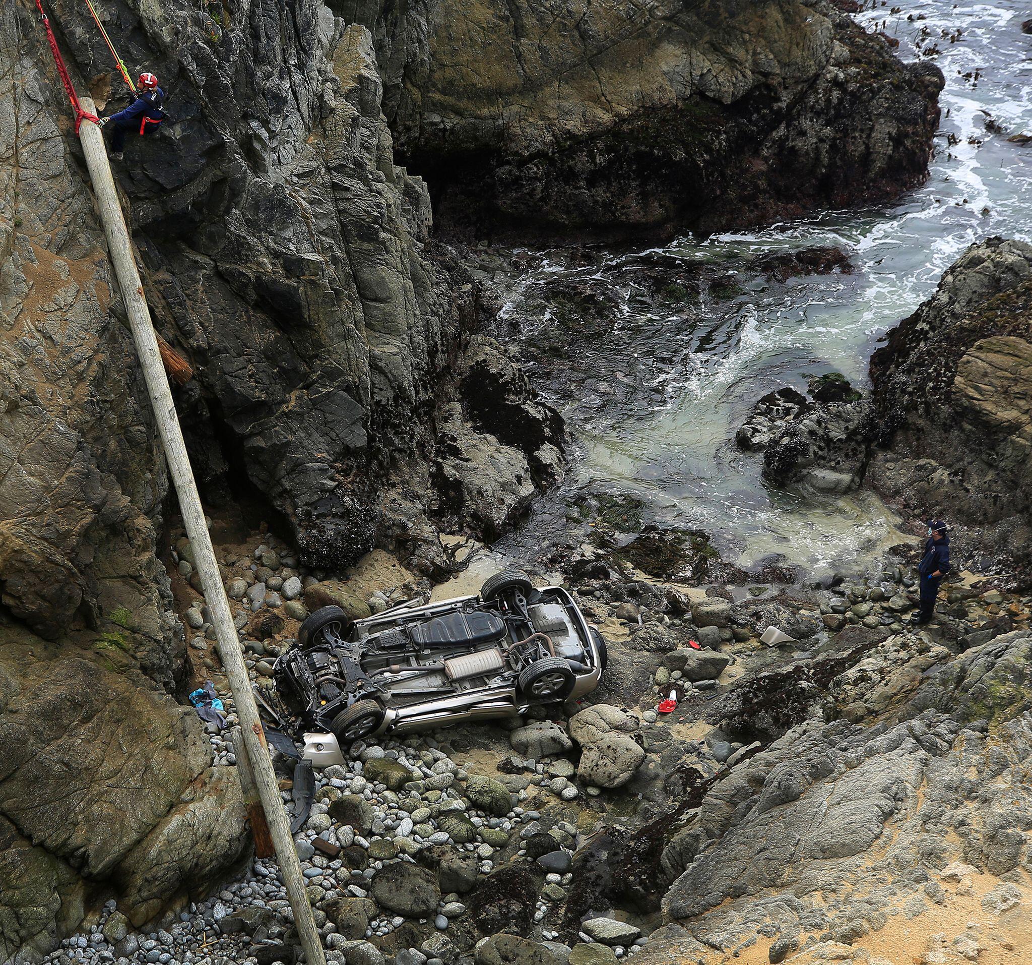 Bild zu Auto in USA stürzt von 30 Meter hoher Klippe