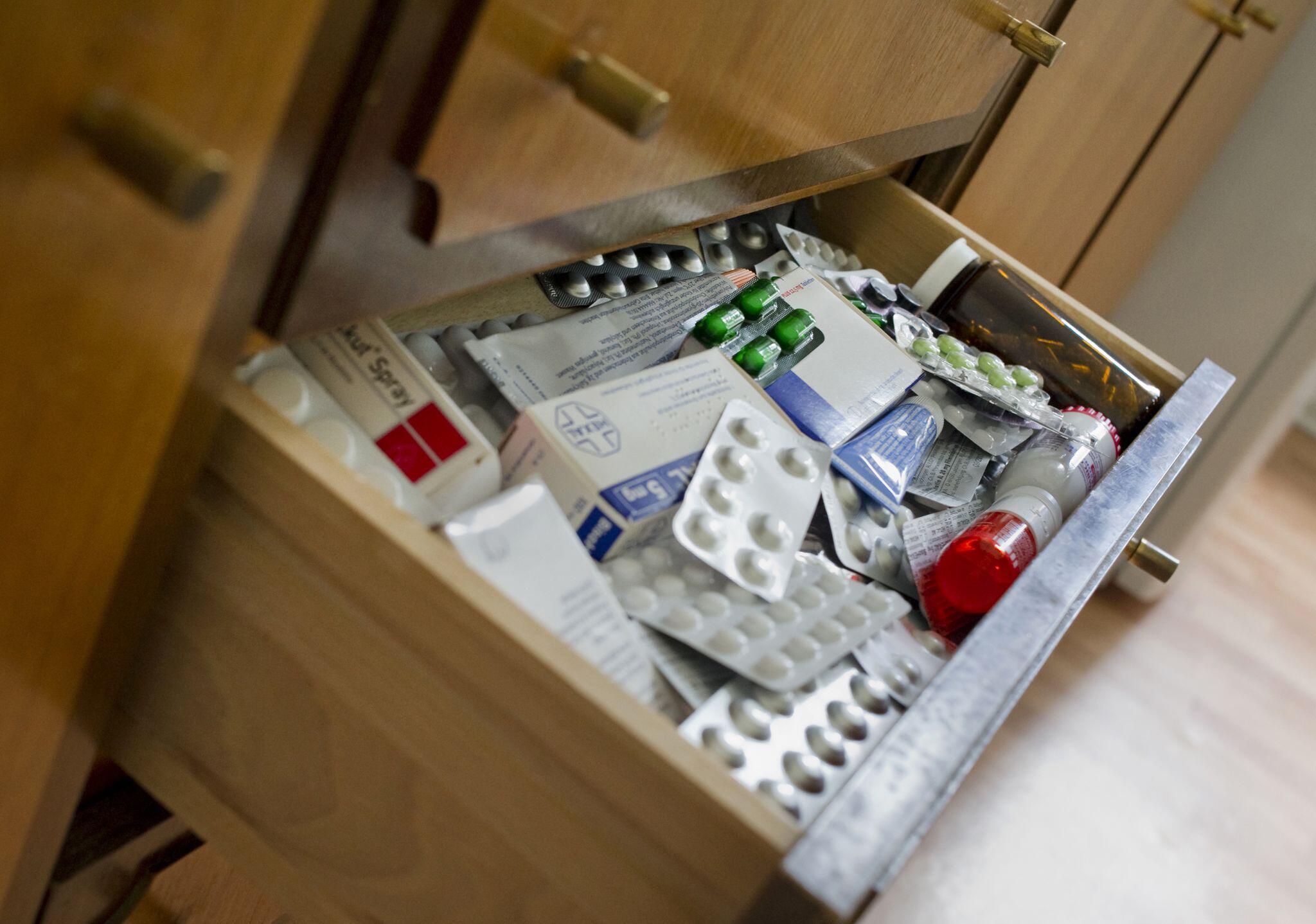 Bild zu Medikamente, Bad, Schublade