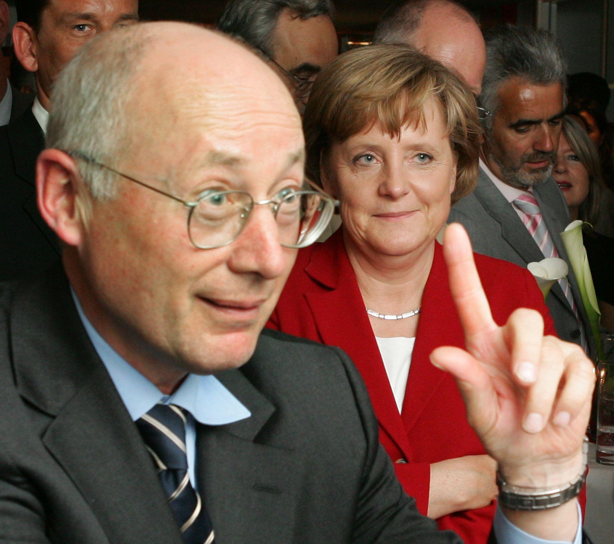 Bild zu Stefan Aust plant Doku über Bundeskanzlerin Angela Merkel