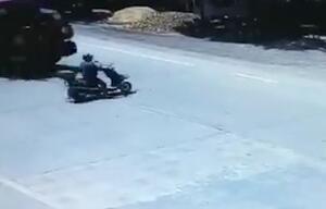 Glück gehabt: Rollerfahrer wird von LKW überrollt und überlebt