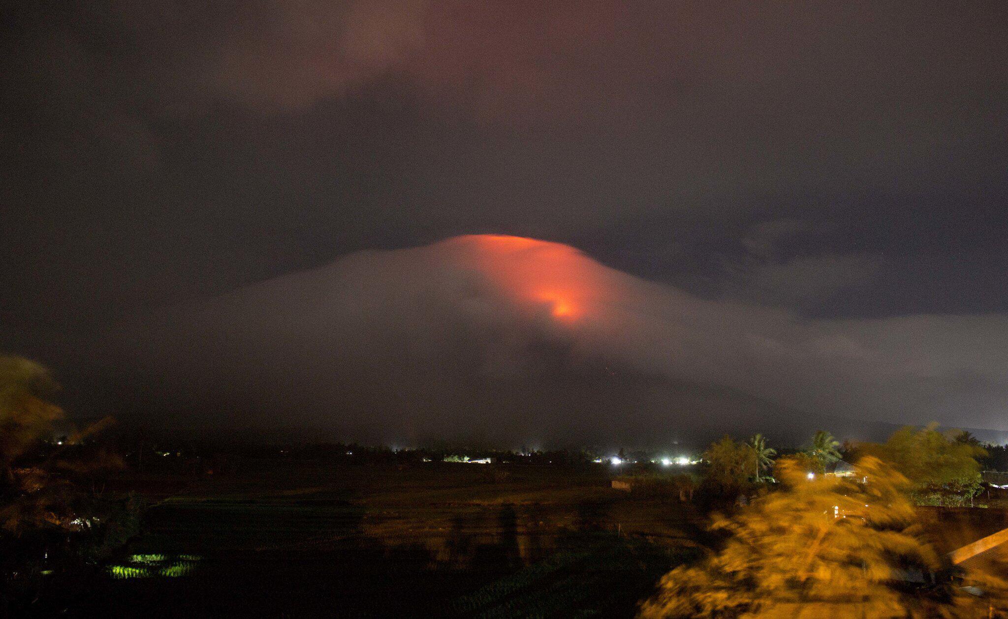 Bild zu Vulkan auf Philippinen treibt Tausende in die Flucht