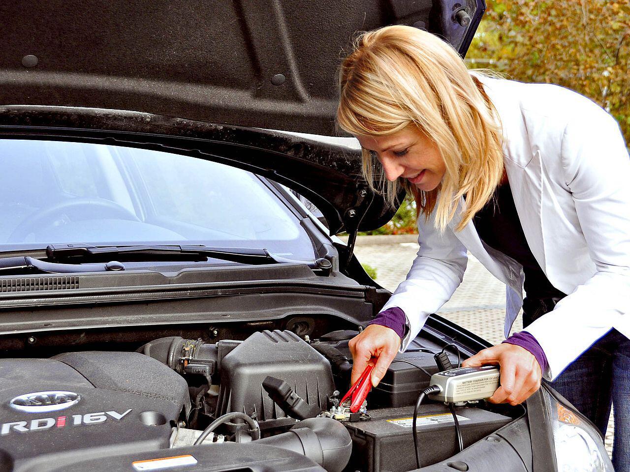 Bild zu Regelmäßiges Laden der Autobatterie verlängert die Lebensdauer