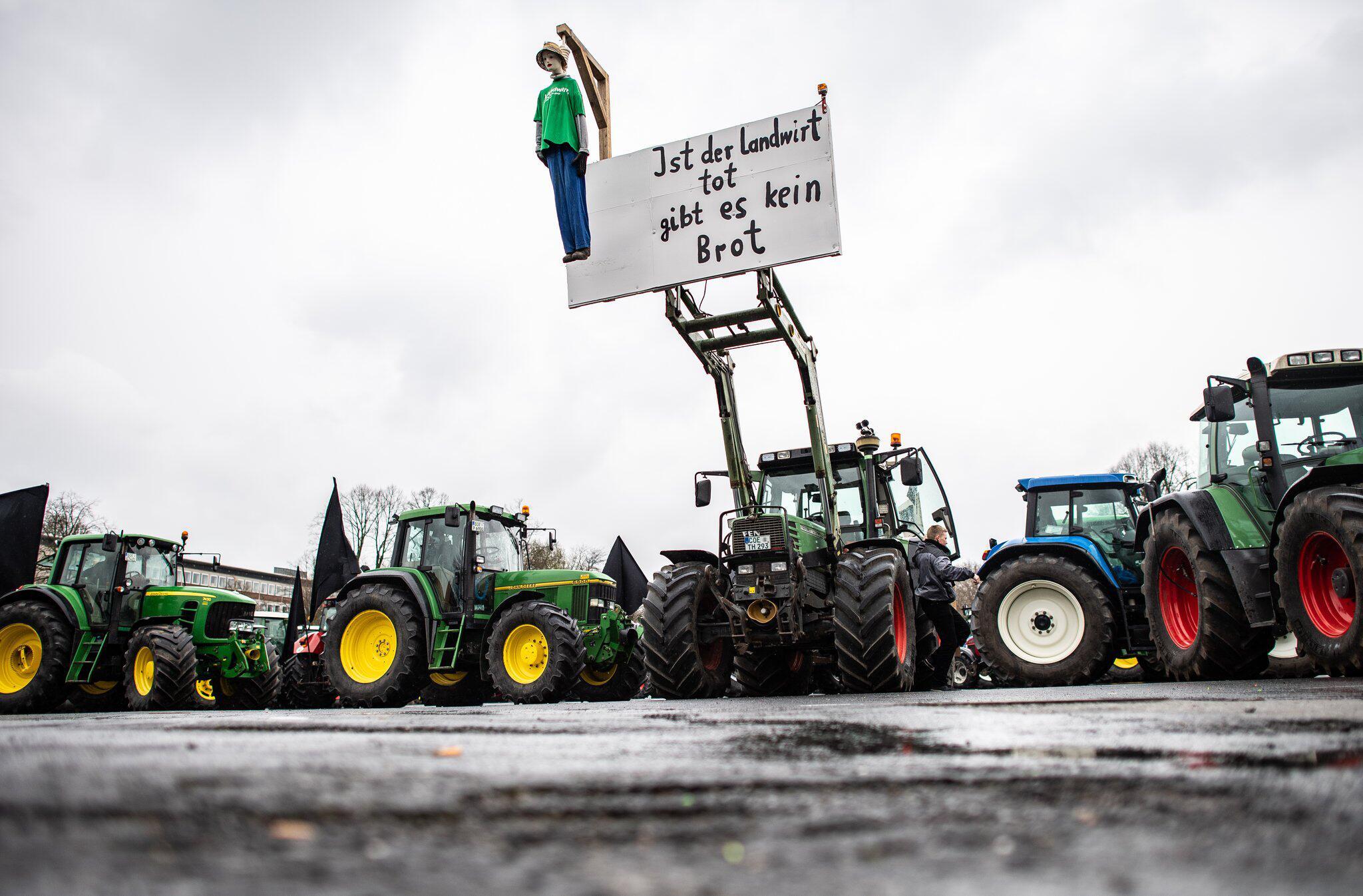 Bild zu Bauern planen Demonstration