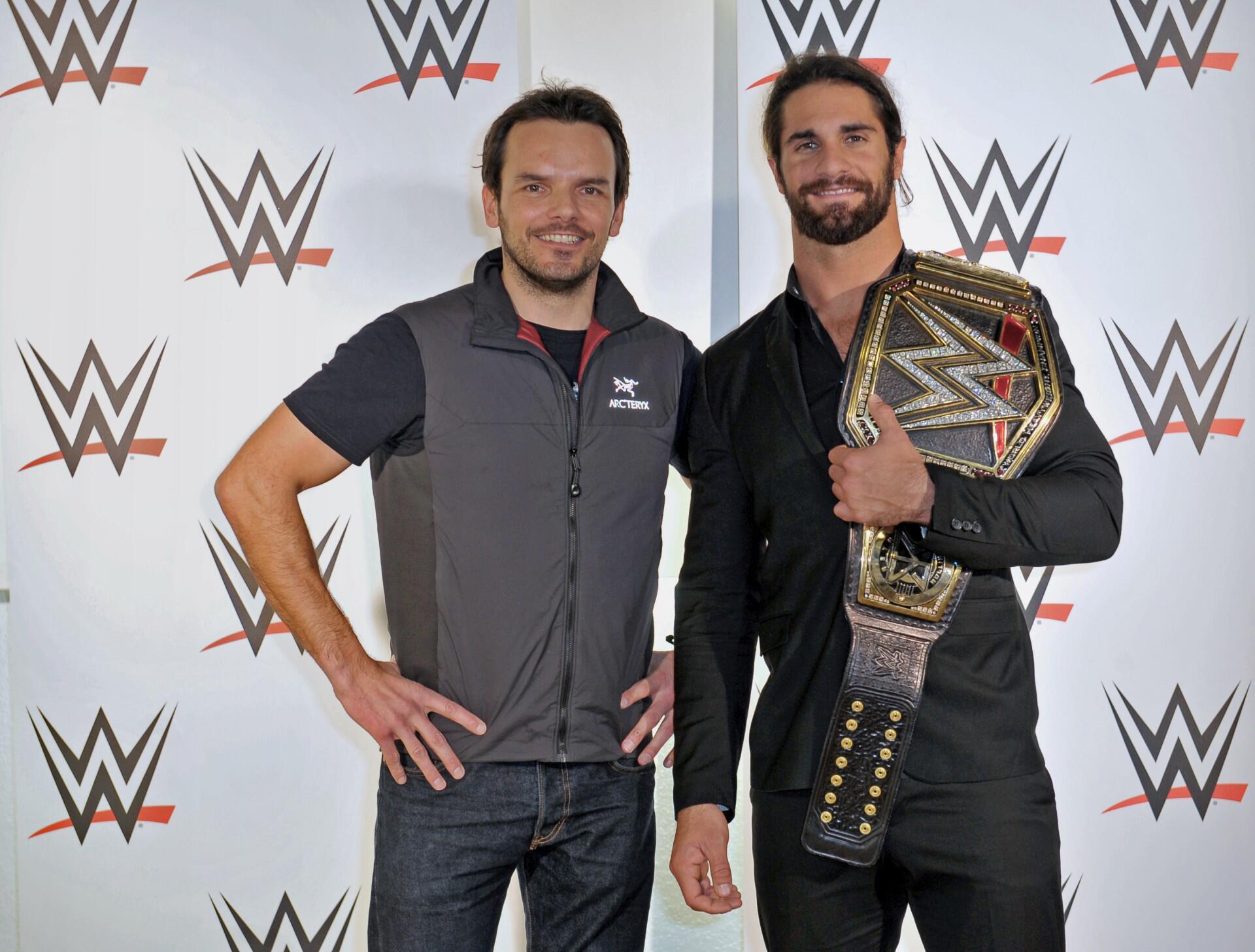 Bild zu Begeisterte Fans und Stelldichein der Promis bei der WWE LIVE in Hamburg